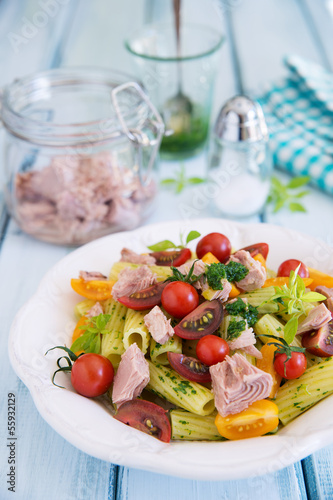 Rigatoni pasta with tuna, mixed tomatoes and pesto