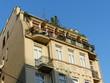 Sanierter Altbau mit begrüntem Balkon in Istanbul Beyoglu