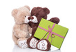 Teddybären als Liebespaar feiern Geburtstag