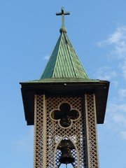 Kirchturm mit Glocke im Istanbuler Stadtteil Ortaköy