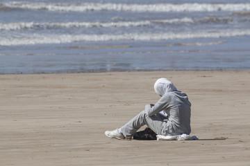 Mädchen am Strand von Essaouira, Marokko