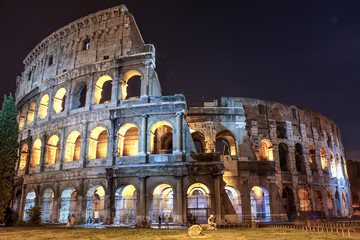 Colosseo frontale