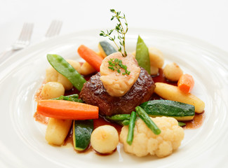 Tenderloin steak with vegetables and bone marrow