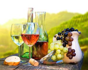 Weinverkostung bei Sonnenuntergang
