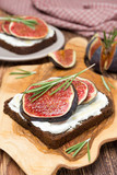 bread with goat cheese, fresh figs, honey and rosemary