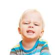 Kleines Kind schaut wütend