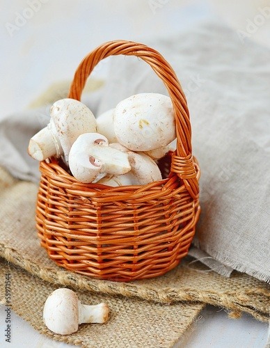 fresh mushrooms (champignons)