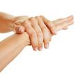 Gepflegte Hände cremen sich ein mit Lotion