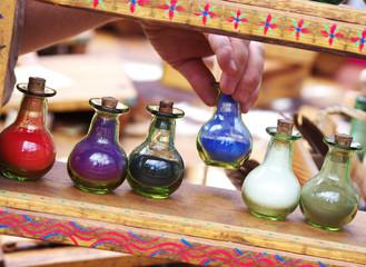 décoration - fioles colorées