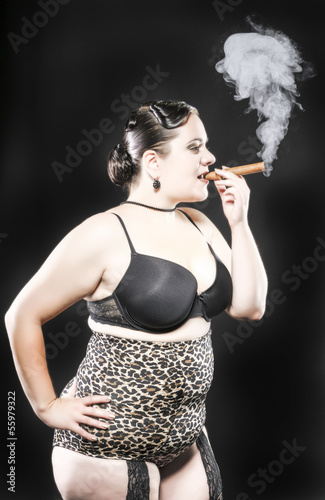 XXL Model Smoking Cigar