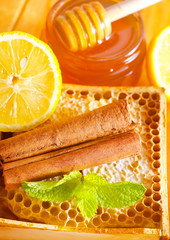 honey with cinnamon and lemon
