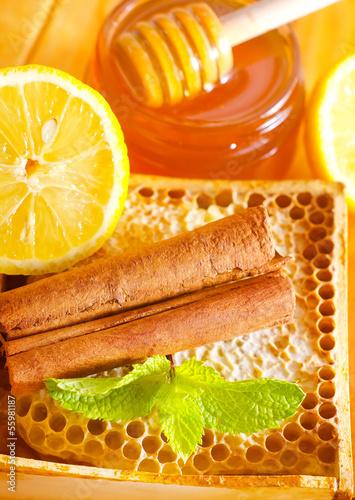 honey with cinnamon and lemon