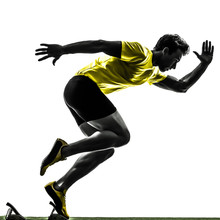 jeune homme sprinter coureur dans les starting-blocks silhouette