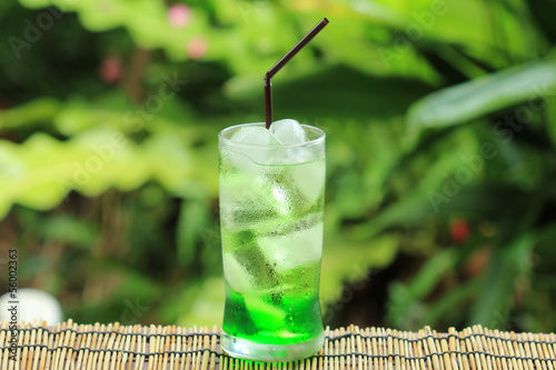 Green fruit soda