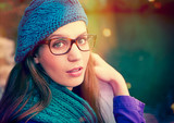 beauty portrait mit Brille / pink umbrella 10