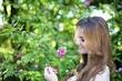 Hübsches Mädchen mit Blumen