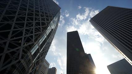 東京 西新宿高層ビル街 逆光イメージ (新名所コクーンタワー前)