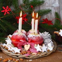 Weihnachtsgebäck bei Kerzenschein....