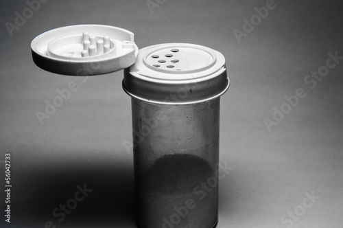 Single salt container