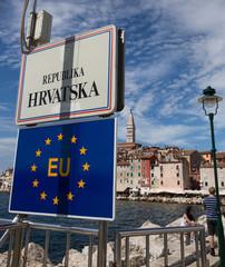EU-Beitritt Kroatien, Fahnen EU und Kroatien nebeneinander