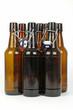 Acht Bierflaschen
