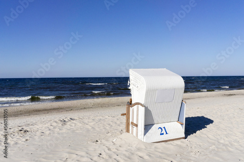 Empty sunbathing basket on the beach. - 56053505