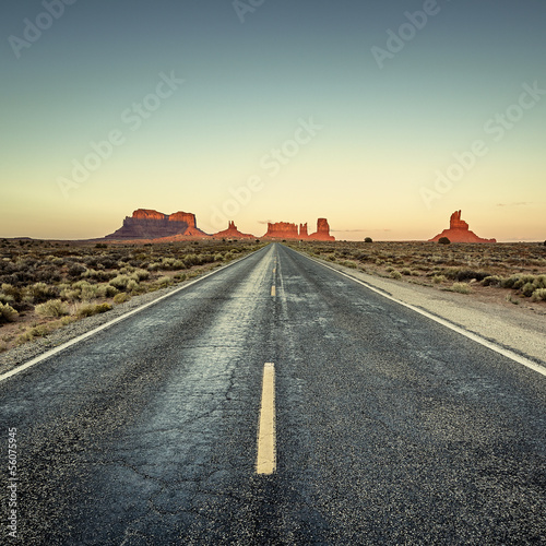 Fotobehang Natuur Park view of road to Monument Valley