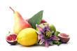 Früchte, freigestellt vor weißem Hintergrund