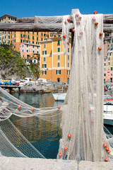 Reti da pesca nel porto di Camogli, Liguria, Italia
