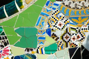 Mosaico verde a Parco Guell, Barcellona, Spagna