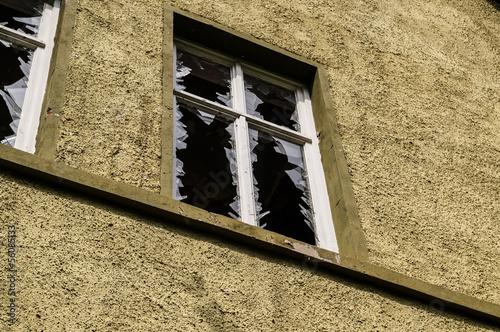canvas print picture Vandalismus - eingeschlagene Fenster