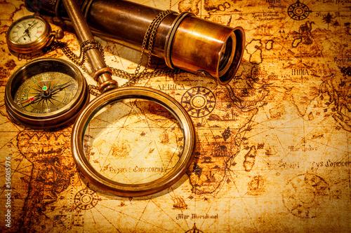 Zdjęcia na płótnie, fototapety na wymiar, obrazy na ścianę : Vintage magnifying glass lies on an ancient world map