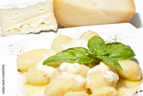 Gnocchi stuffed with four cheeses