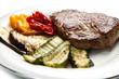 Delizioso filetto di manzo con verdure grigliate