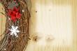 Adventkranzdekoration auf Holz