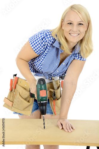 Weiblicher Handwerker mit Bohrmaschine