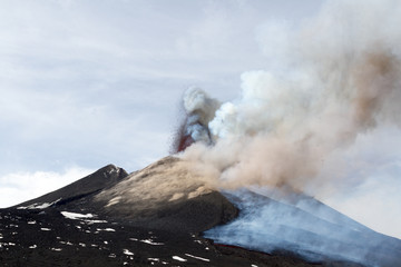 Etna eruption April 2012