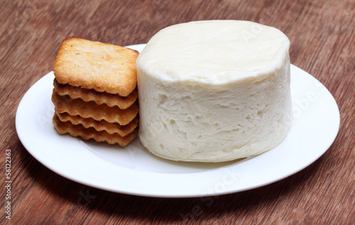 Mozzarella cheese with cookies