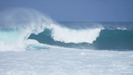 Giant Breaking Ocean Waves