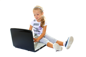Bambina alle prese col portatile#2