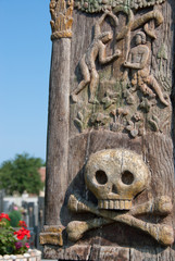 skull on wooden pole