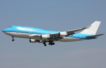 large jet landing