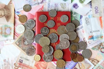 パスポートと紙幣・コイン