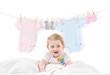 Baby mit Wäscheleine