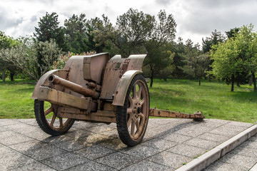 Transportable historic cannon of World War II