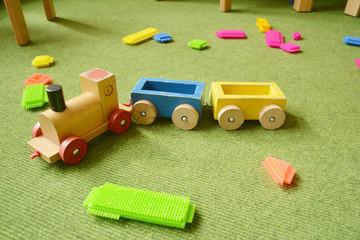 Holzeisenbahn buntes Spielzeug