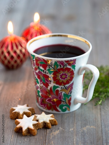 Mulled wine and cinnamon biscuits
