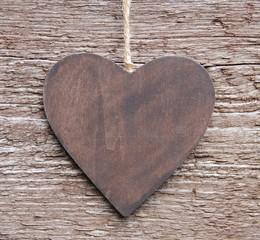 Herz aus Holz auf Holz