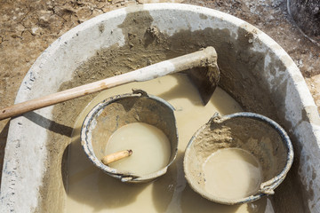 Concrete mixing tub