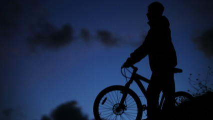 HD quality: Bicycle night rider goes home